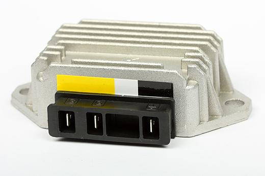 Spannungsregler Piaggio für Fahrzeuge ohne Batterie (3 Pins)